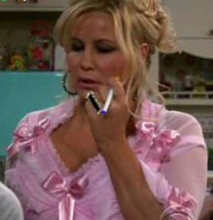jennifer coolidge cigarette electronique
