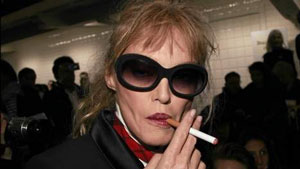arielle dombasle cigarette electronique